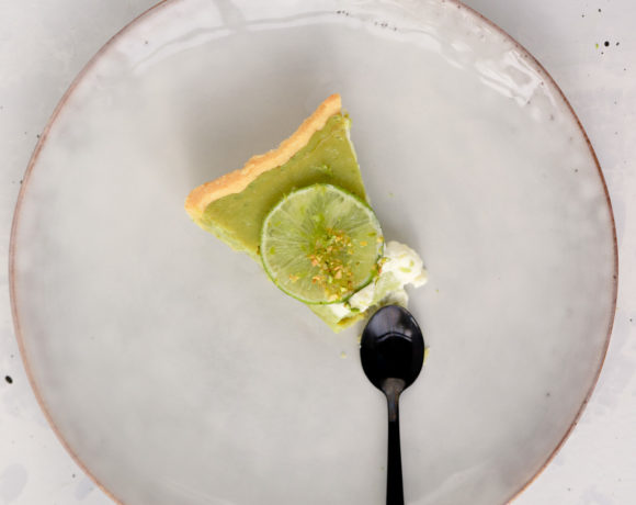Key lime pie with a sliced lime