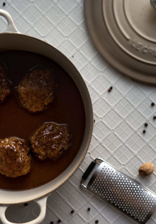 Norwegian meatballs in a kettle