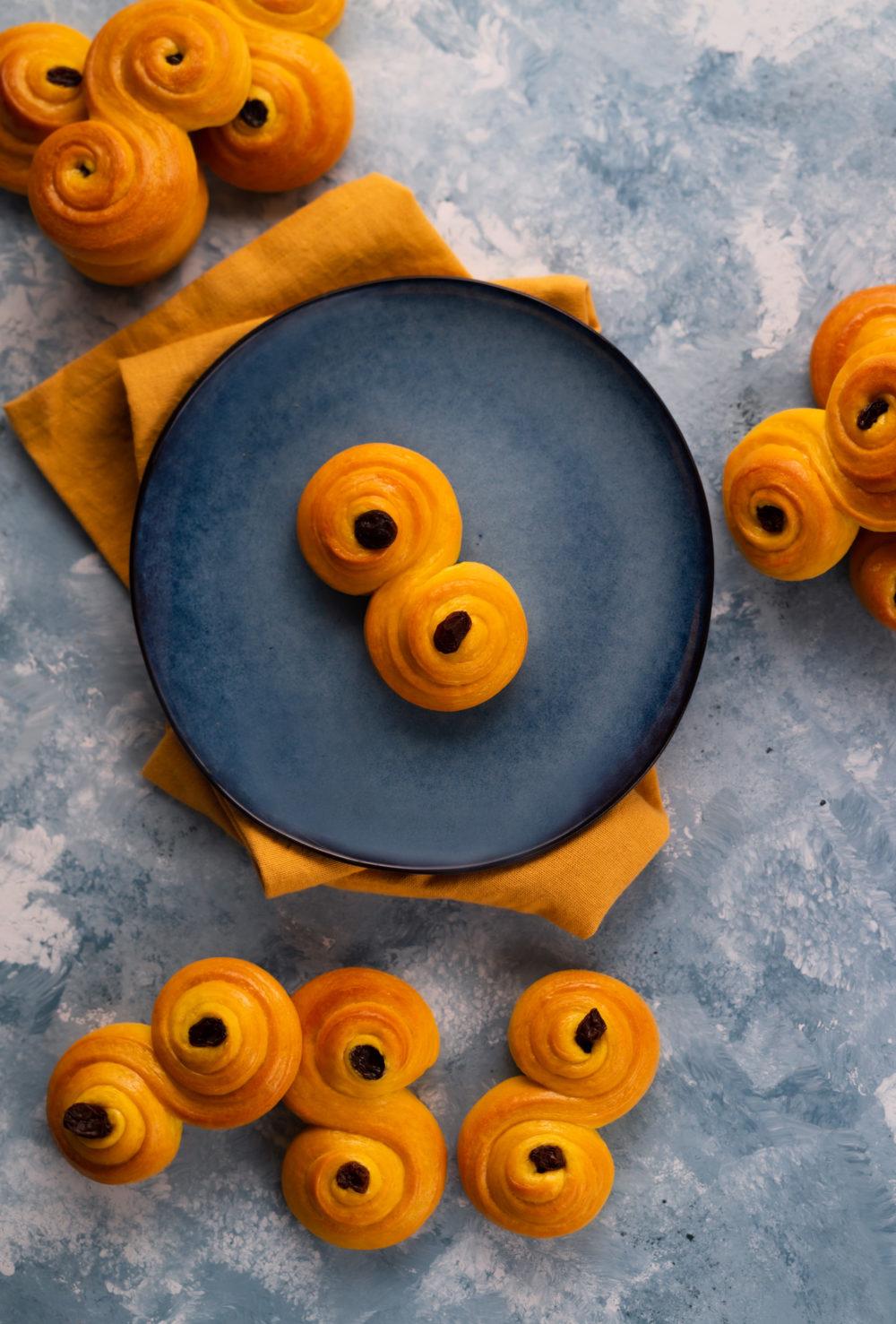 Norwegian saffron buns on a blue plate